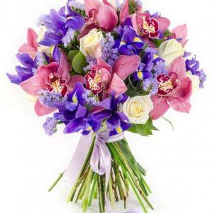 Букет из ирисов и орхидей