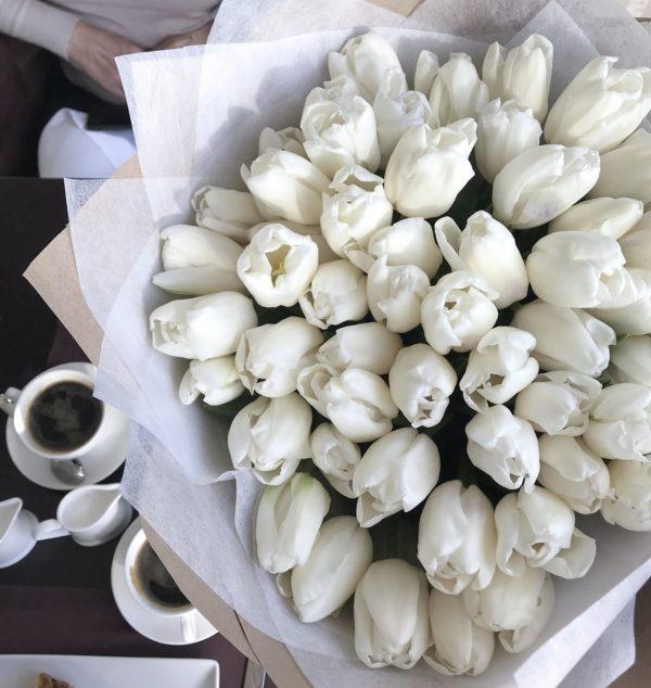 Букет из 51 премиального тюльпана