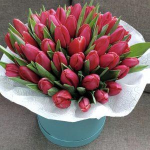 51 тюльпан в шляпной коробке — Композиции