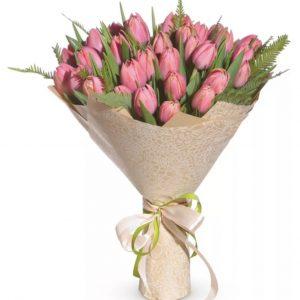 Розовый букет из 31 тюльпана