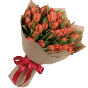 Букет из 35 алых тюльпанов