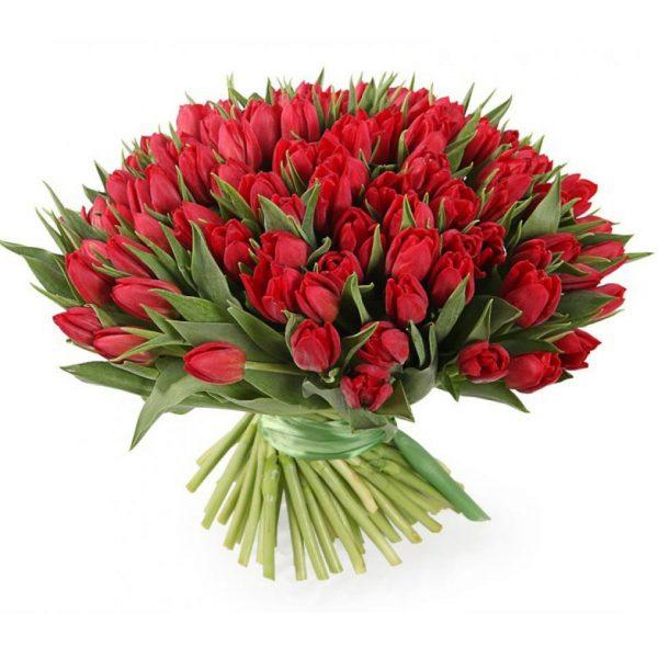 Яркий букет из 101 тюльпана