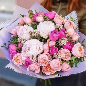 Букет из пионов и кустовых роз — Букеты цветов