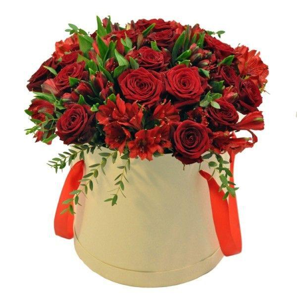 Коробка из альстромерий и роз