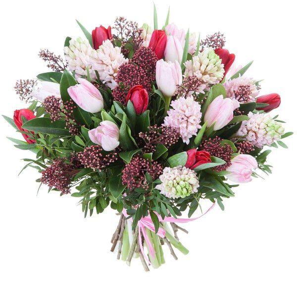 Букет и гиацинт и тюльпанов