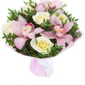 Букет из орхидей Цимбидиум и роз