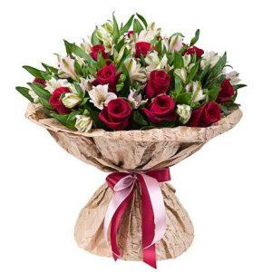 Букет из 30 альстромерий и 21 розы