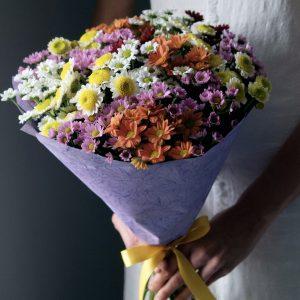 Букет из 19 разноцветных хризантем