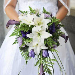 Букет невесты из лилий и калл