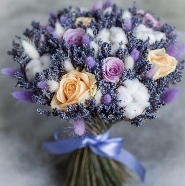 Букет из сухоцветов и роз