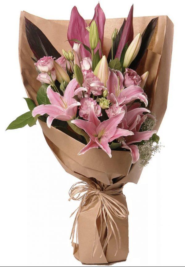 Букет из розовых лилий и гвоздик