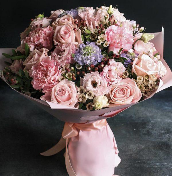 Арт-букет из эустом и роз