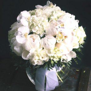 Букет из пионов, гортензий и орхидей