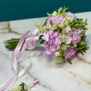 Букет невесты из альстромерий и фрезий — Свадебные букеты