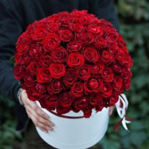 101 красная роза в коробке — Композиции