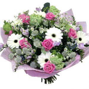 Нежный букет из гербер и роз — Букеты цветов