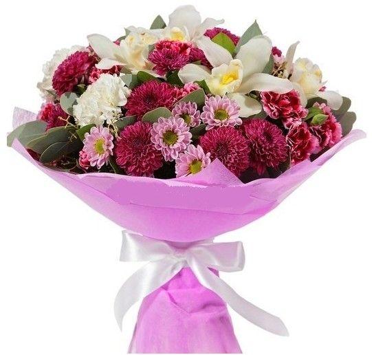 Букет из гвоздик, орхидей и хризантем
