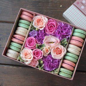 Коробочка цветов «Необыкновенное чудо» — Букеты из сладостей