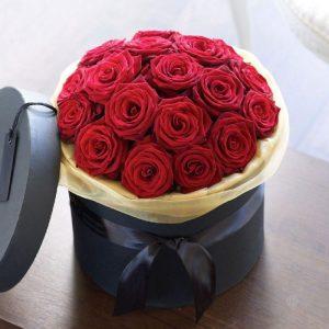 25 роз в шляпной коробке — Композиции