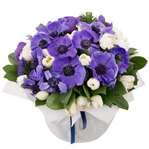 Букет из анемон и тюльпанов