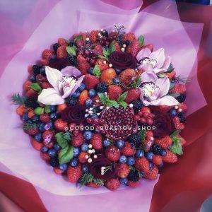 """Букет из ягод и цветов """"Лучиано"""""""