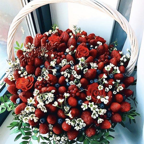 Корзина спелых ягод — Корзины с фруктами