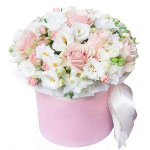 Коробка из роз и эустом — Композиции