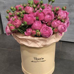 Шляпная коробка с кустовыми розами — Композиции