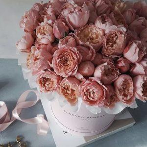 Коробка с коралловыми розами — Композиции