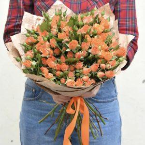 Букет из 25 кустовых оранжевых роз