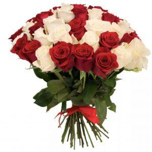 Букет из 35 белых и красных роз