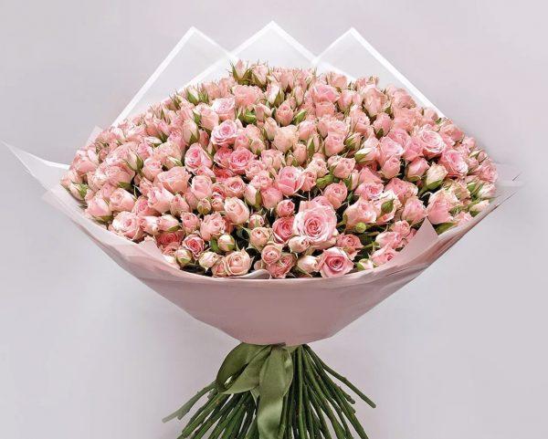 Букет из 101 розовой кустовой розы