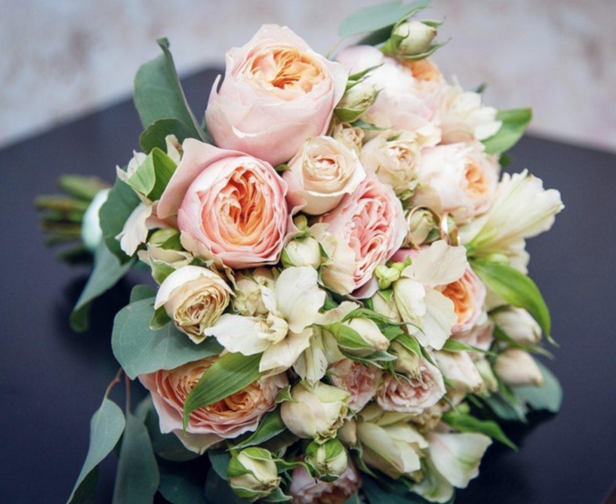 Бордовых роз, свадебный букет из пионовидных роз купить москва