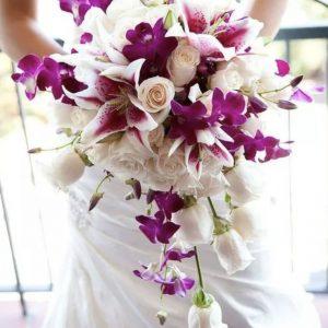Свадебный букет из роз и лилий