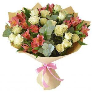 """Букет из роз и альстромерий """"Скарлет"""""""