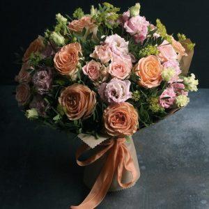 Букет из пионовидных роз и эустом — Арт-букеты