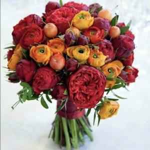 Свадебный букет из ранункулюсов и роз