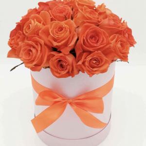 Шляпная коробка с оранжевыми розами — Композиции