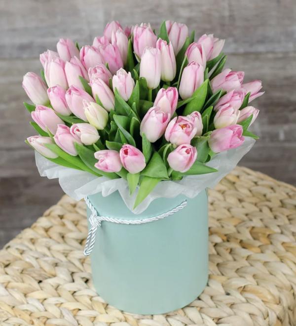 Букет из розовых тюльпанов в коробке