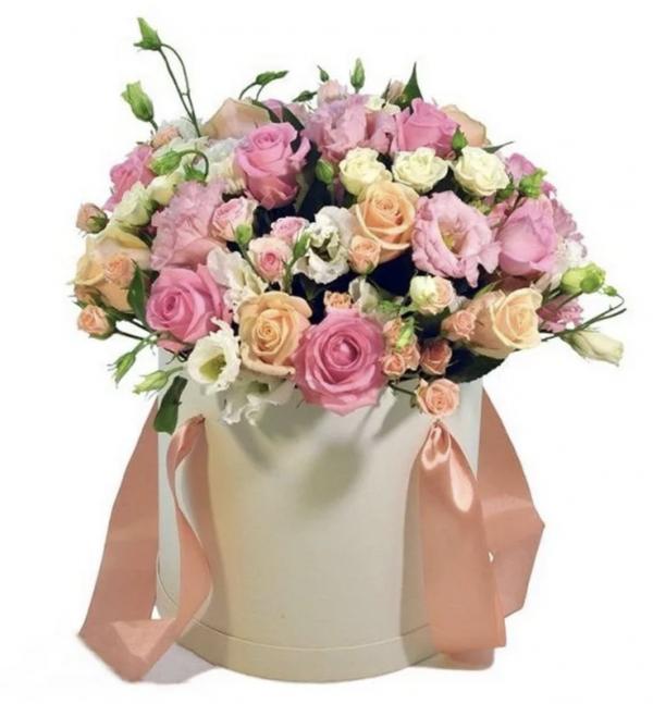 Букет из кустовых роз и эустом в коробке