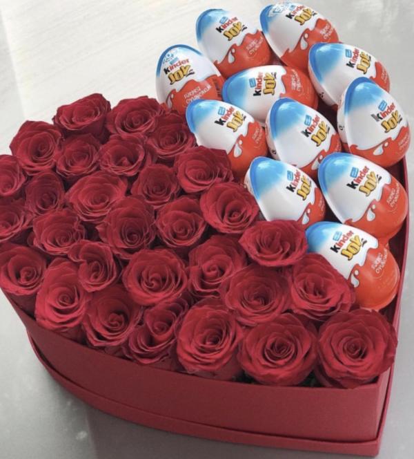 Сердце из роз и киндеров
