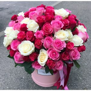 Букет в коробке из роз и гортензий — Гортензии