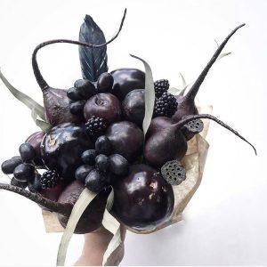 Ягодно-овощной букет «Дракула» — Букеты из овощей