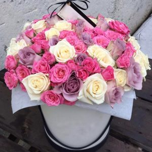 Букет из кустовых роз в коробке — Композиции