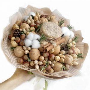 Букет из орехов и баночки меда — Акции и скидки
