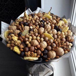 Букет из орехов и сухофруктов