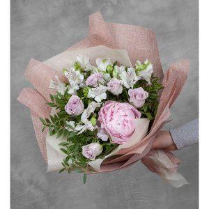 Букет пионов и роз — Альстромерии