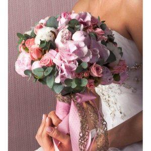 Букет невесты из пионов и гортензий