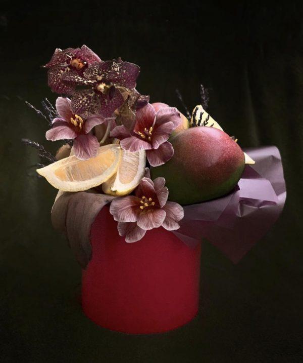 Коробка с фруктами и орхидеями — Композиции