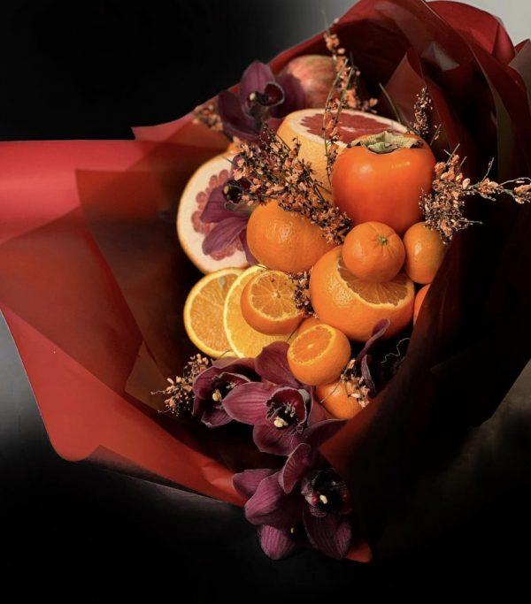 Арт-букет из фруктов и орхидей